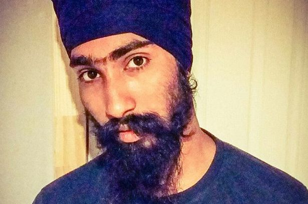 Sikh Harman Singh ( 22 ) removed Turban and help injured boy