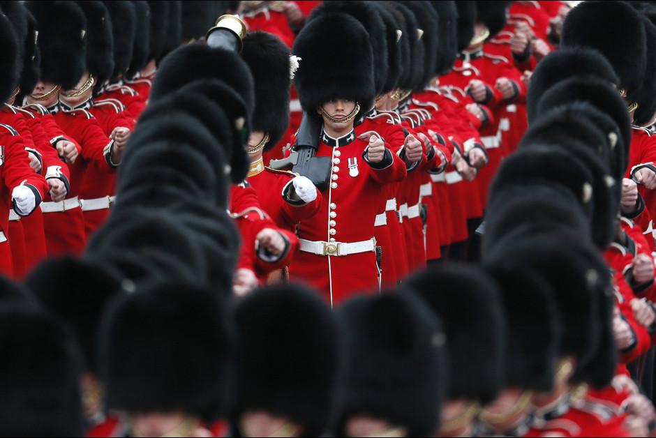 La ceremonie Trooping the Colour a Londres a l occasion de l anniversa2ire de la reine Elizabeth