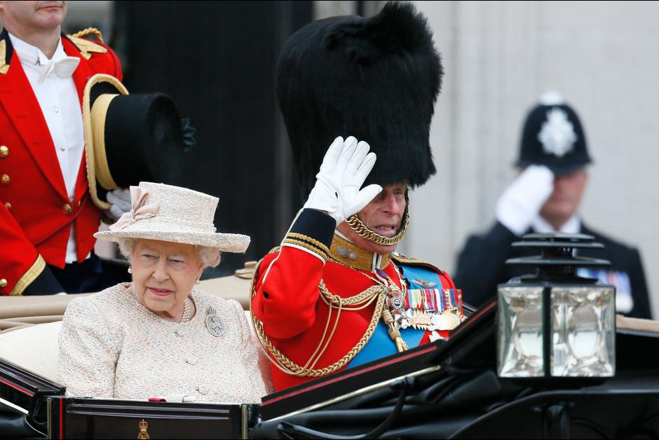 La reine Elizabeth et le prince Philip a la ceremonie Trooping the Colour a Londres a l occasion de l annivers1aire de la reine Elizabeth