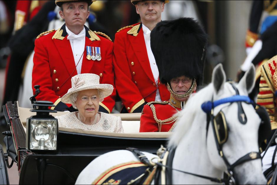 La reine Elizabeth et le prince Philip a la ceremonie Trooping the Colour a Londres a l occasion de l anniversa1ire de la reine Elizabeth