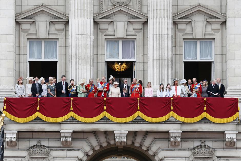 Le prince George a vole la vedette lors des celebrations de l anniversaire de la reine Elizabeth1