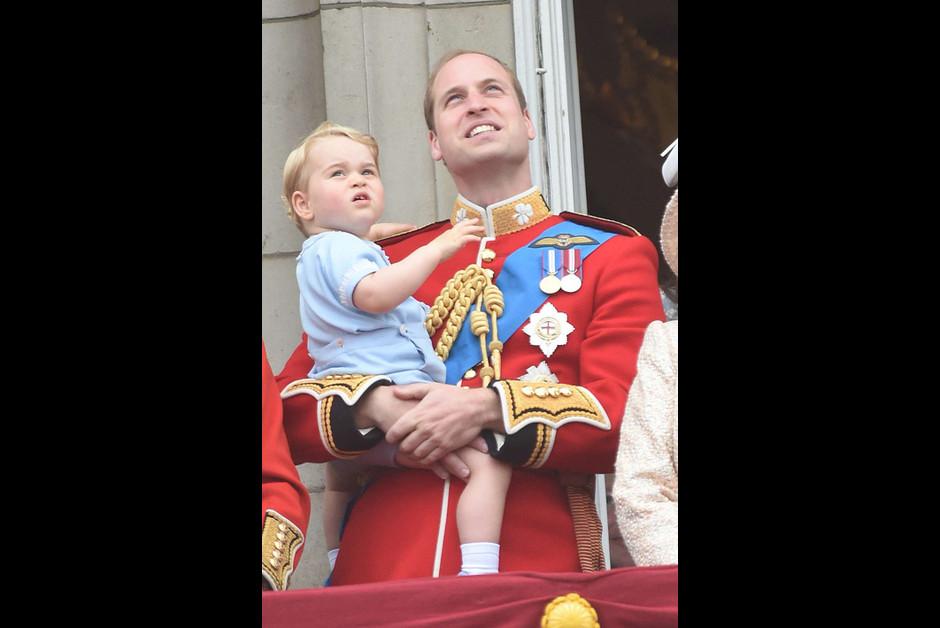 Le prince George a vole la vedette lors des celebrations de l anniversaire de la reine1 Elizabeth2