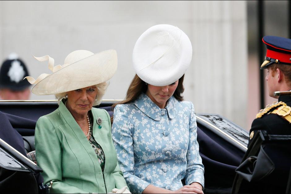 Les duchesses Camilla et Kate Middleton a la ceremonie Trooping the Colour a Londres a l occasion de l anniversaire de la rein1e Elizabeth1