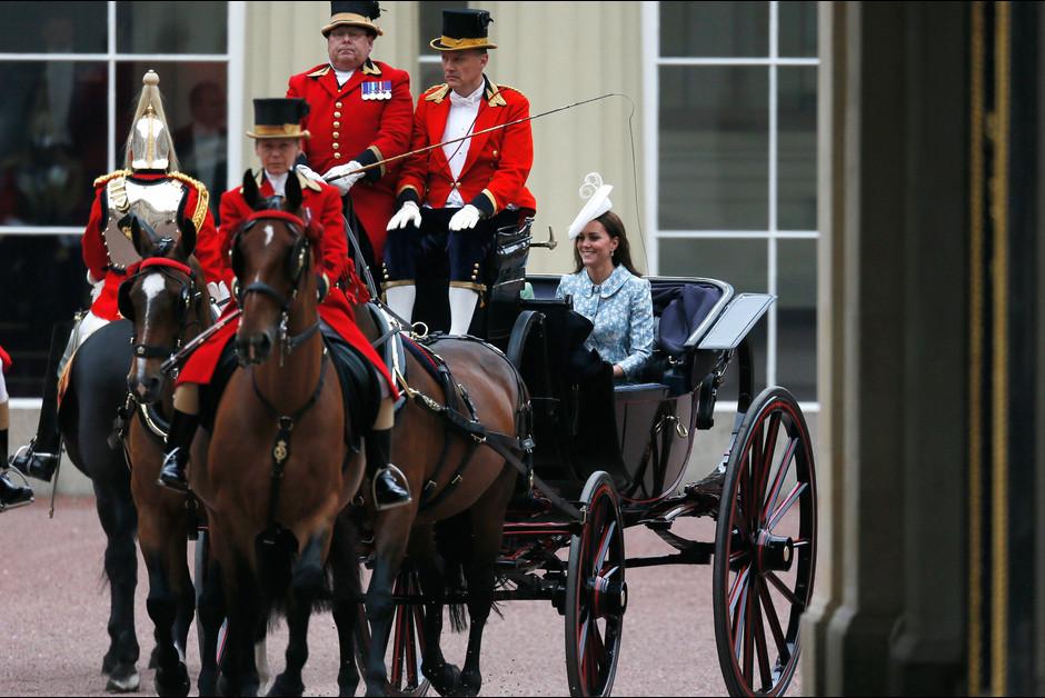 Les duchesses Camilla et Kate Middleton a la ceremonie Trooping the Colour a Londres a l occasion de l anniversaire de la reine Elizabeth