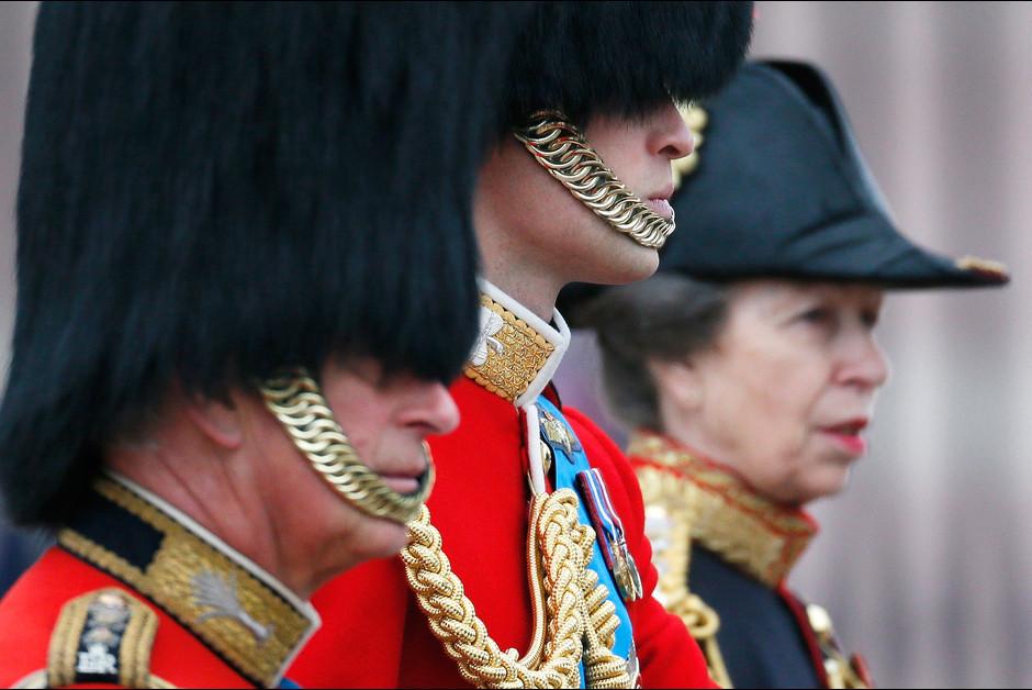 Les princes William et Charles et la princesse Anne a la ceremonie Trooping the Colour a Londres a l occasion de l anniversaire de la re1ine E