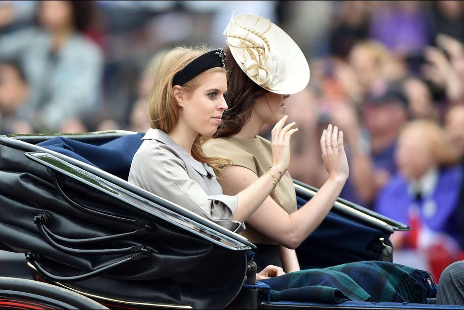Les princesses Beatrice et Eugenie a la ceremonie Trooping the Colour a Londres a l occasion de l anniversaire de la1 reine Elizabeth