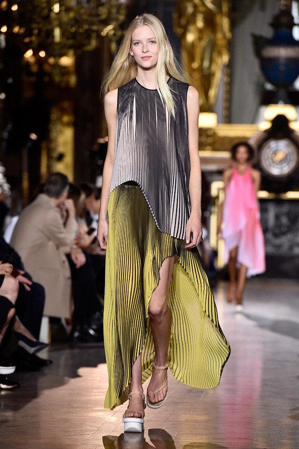 stella mccartney paris fashion week spring summer 2016 04 1 1b16t5h 1b16t6i