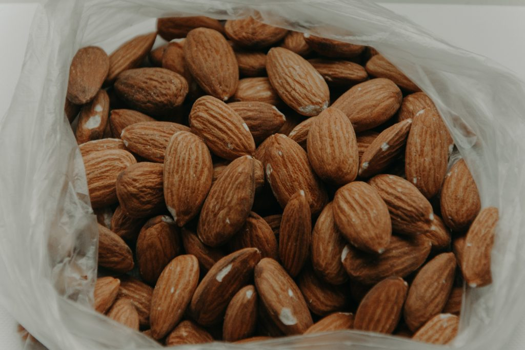 How to lose face fat with Almonds