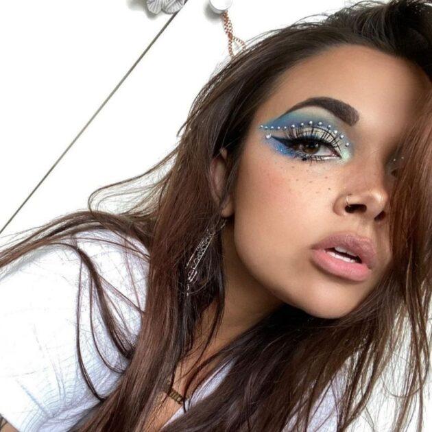 Blue aesthetic makeup